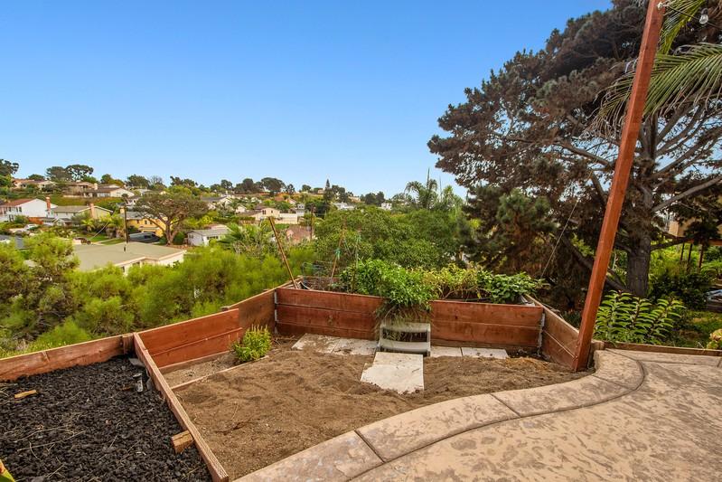 5267 Castle Hills Drive -  San Diego, CA 92109