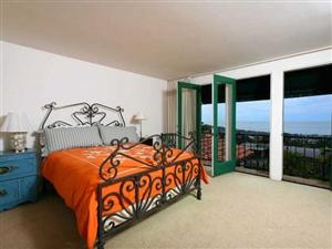 6849 Country Club Drive -  La Jolla, CA 92037