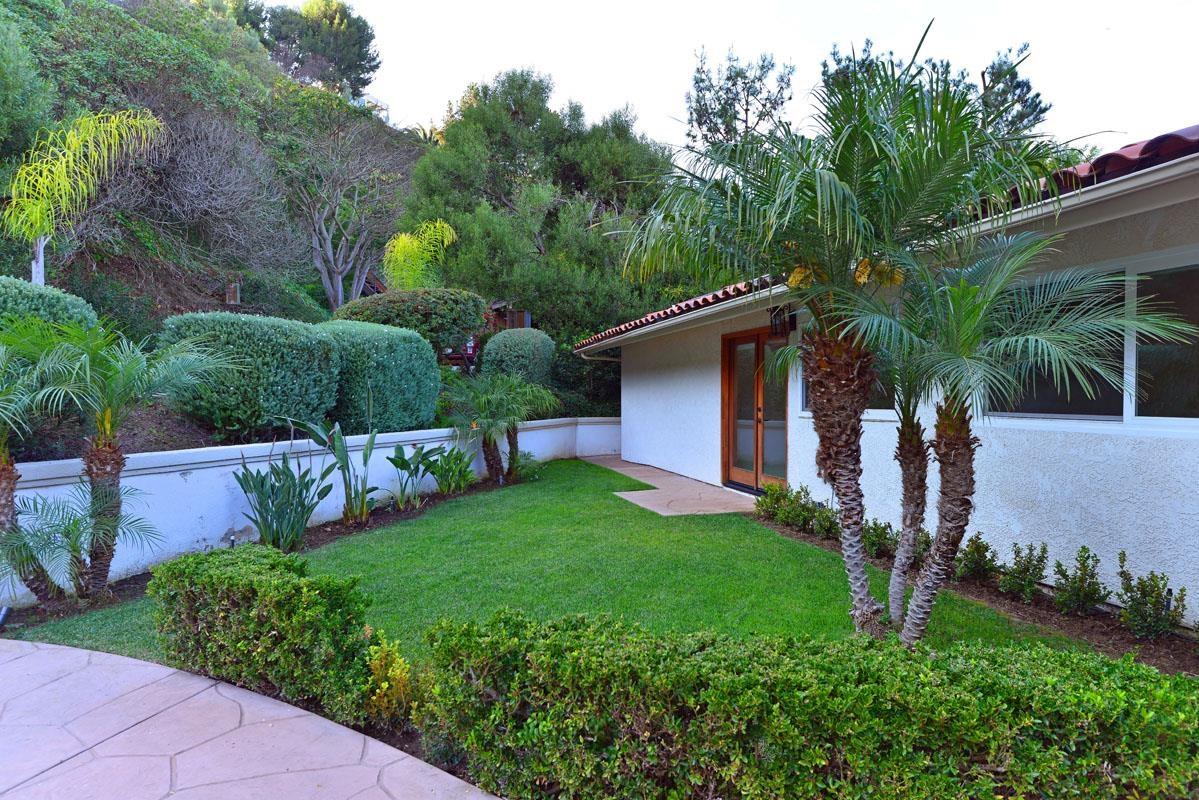 7703 Via Capri -  La Jolla, CA 92037
